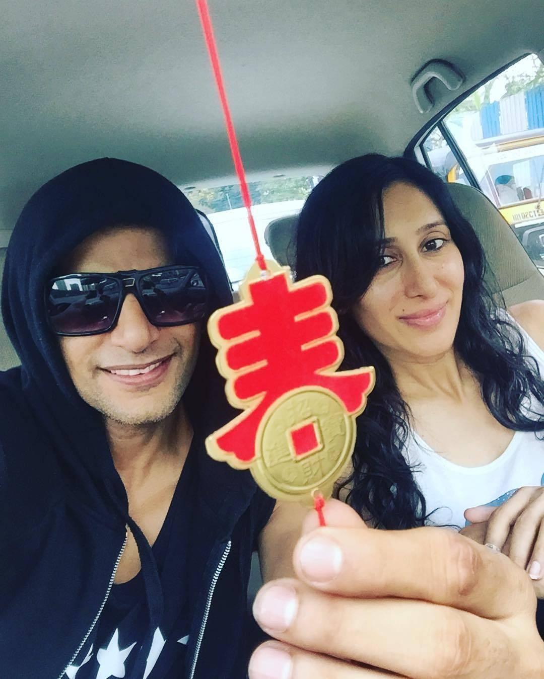Madly in love : Karanvir Bohra with wife Teejay Sidhu!