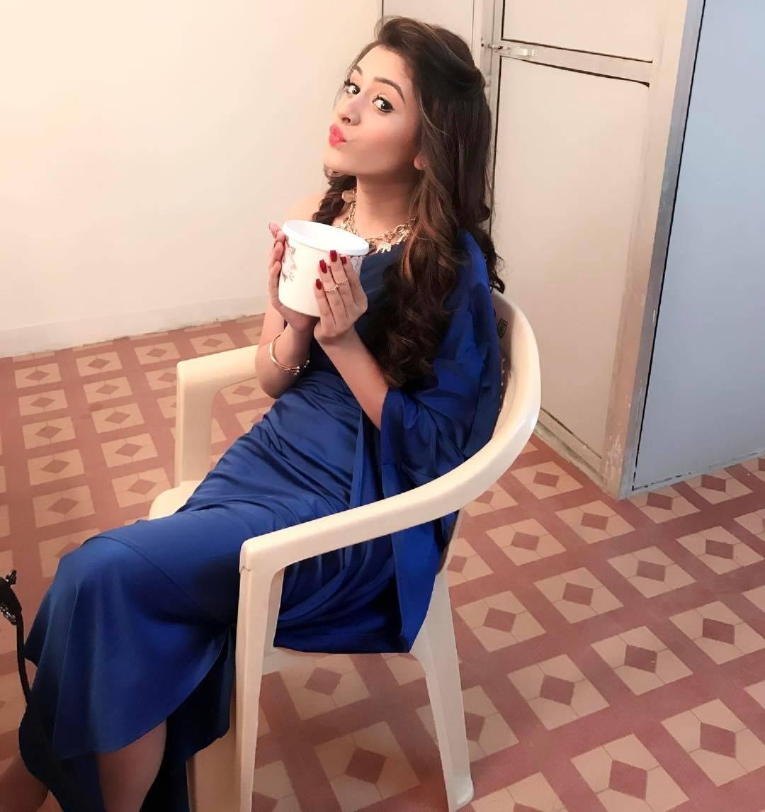 Bhaag Bakool Bhaag : The Camera Loves Hiba Nawab!