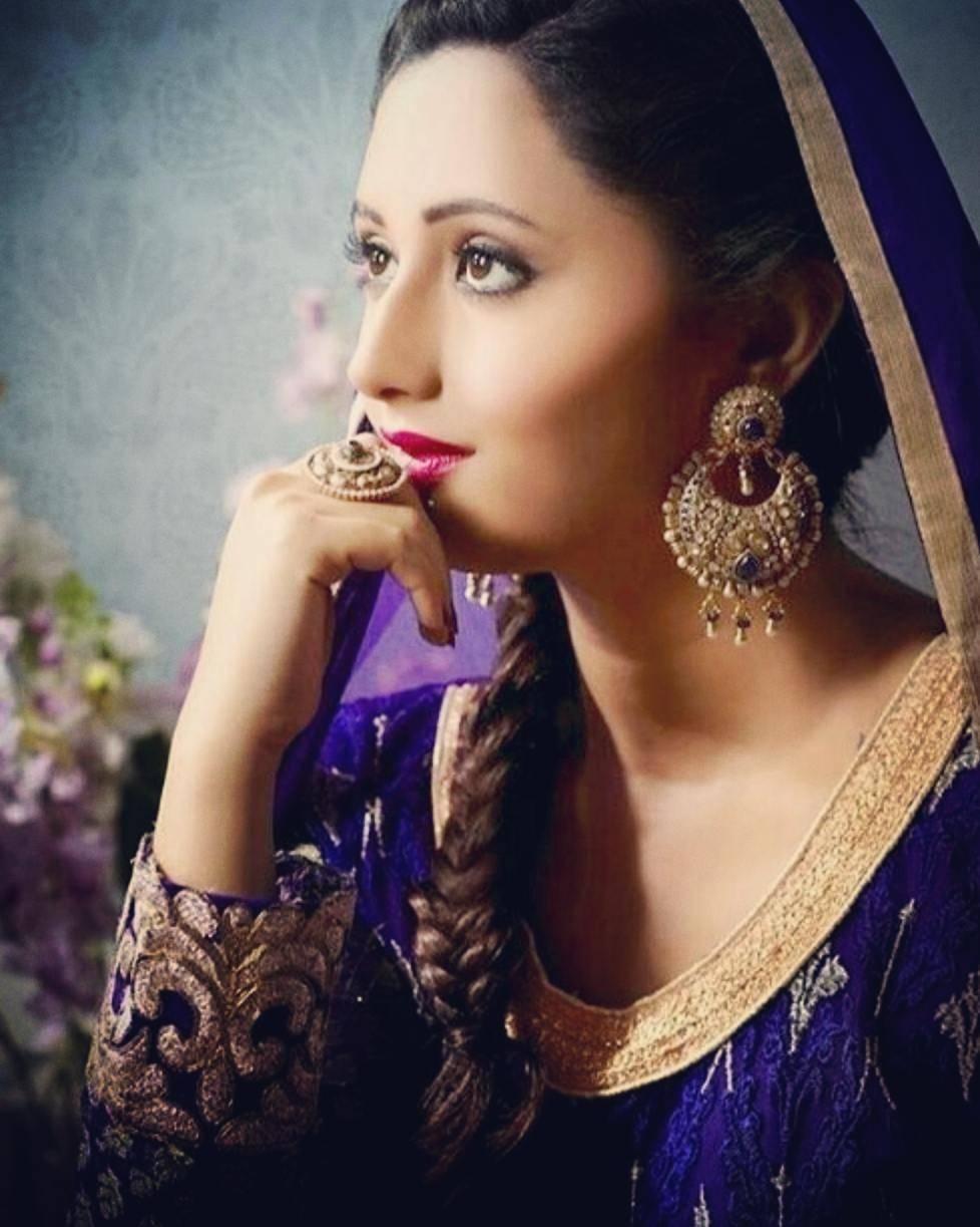Ravishing Rashami Desai looks truly classy in these pictures!