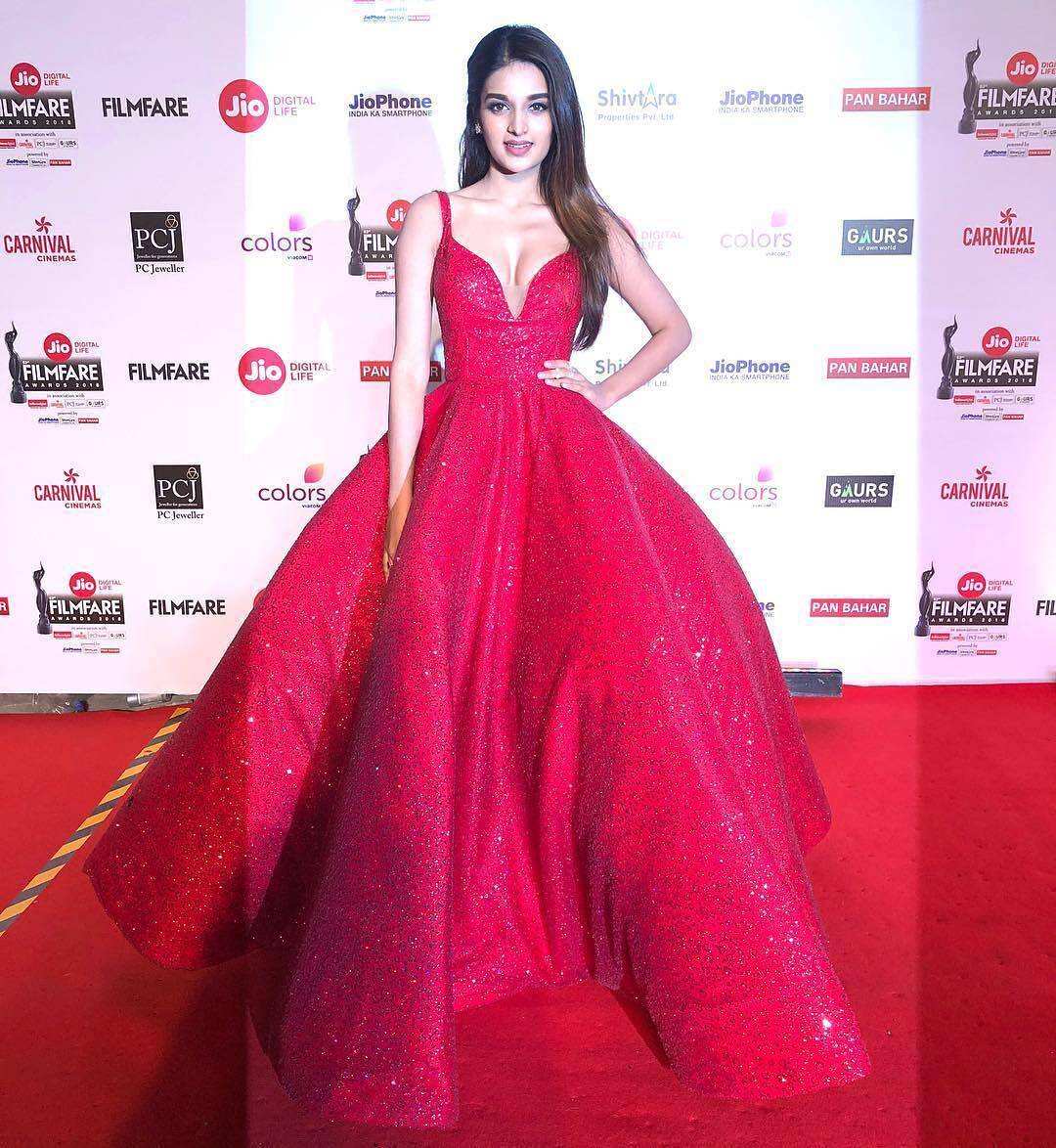 Jio Filmfare Awards 2018: These celebrities look absolutely stunning in their outfits!
