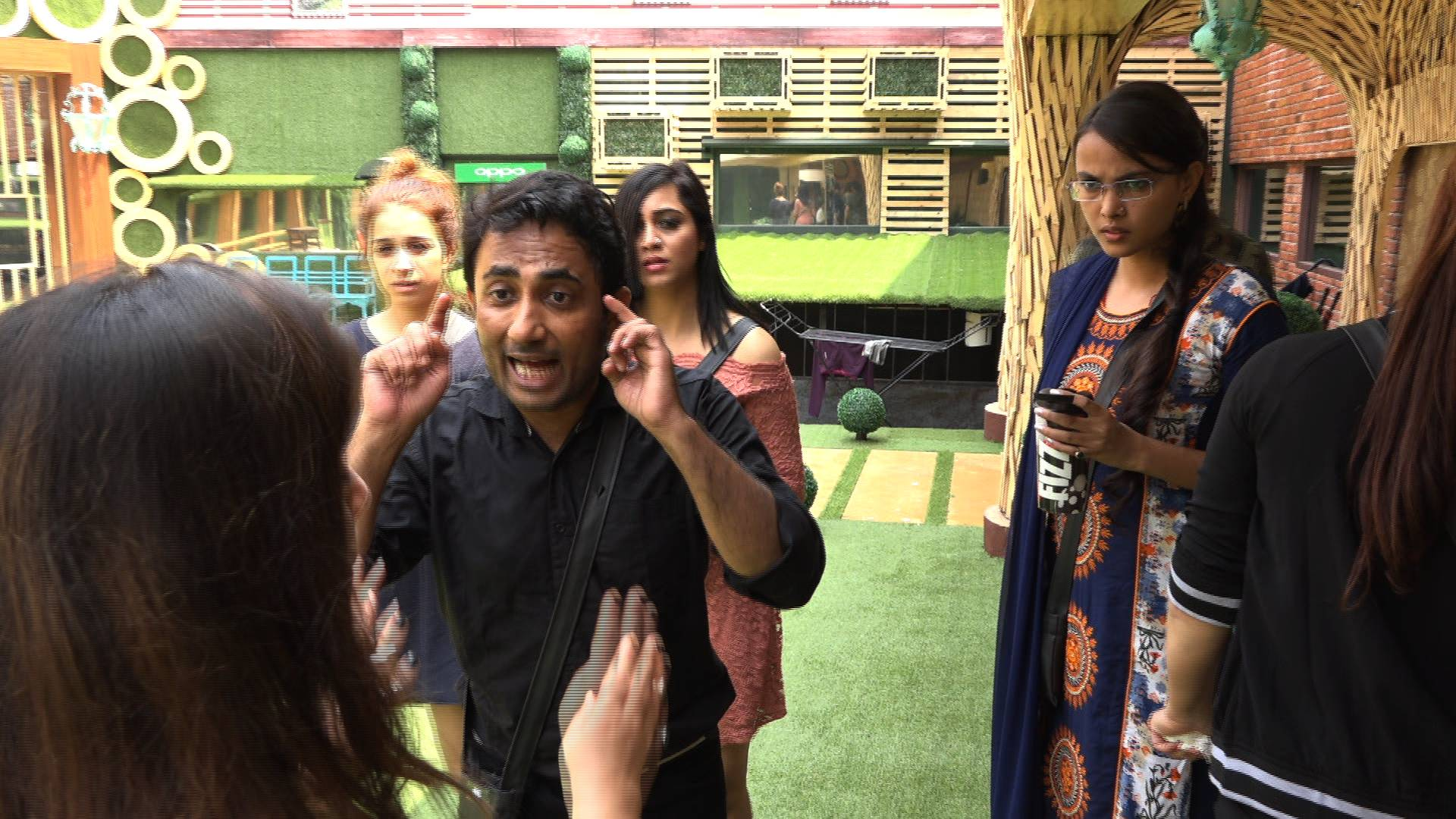 A fight between Zubair Khan and Bandgi in tonight's episode of Bigg Boss 11!