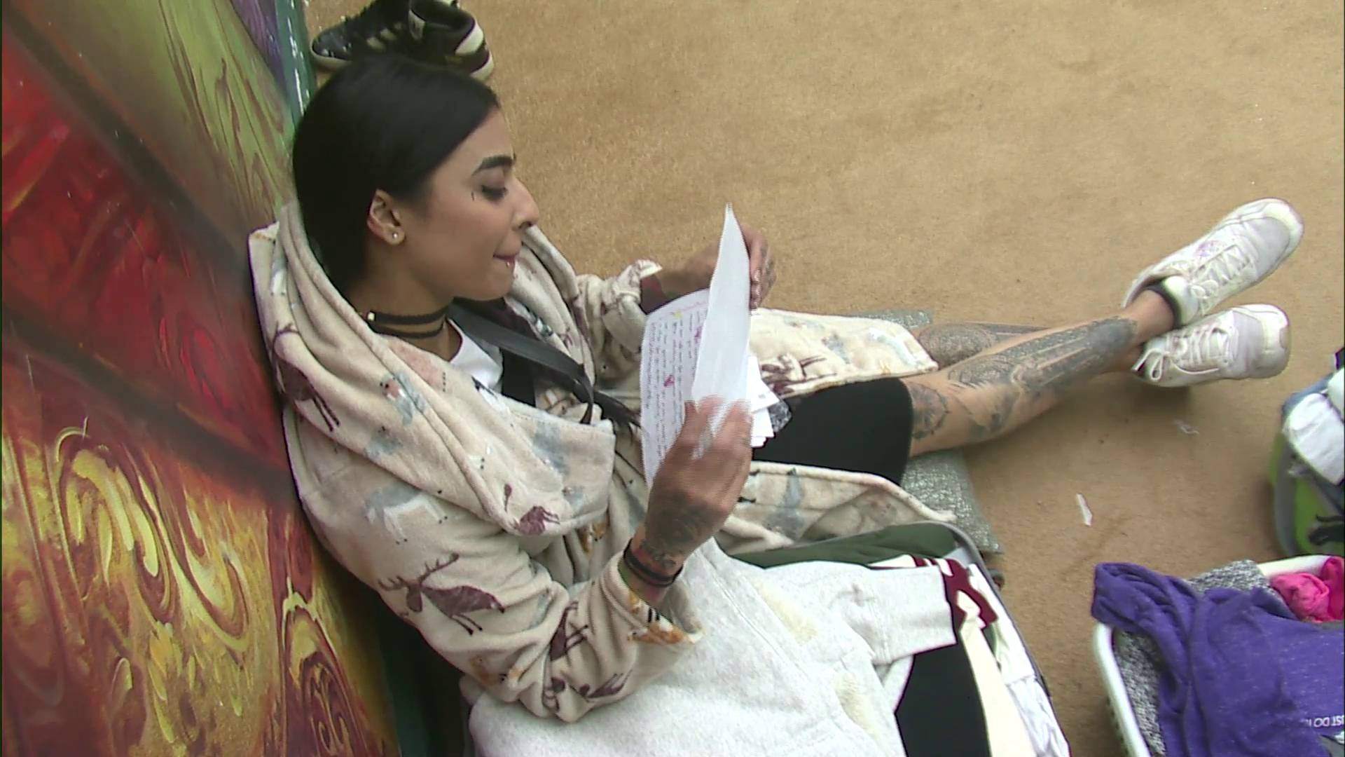 Andekha Action : Bani J has an emotional moment on Bigg Boss 10 as she reads the letters sent to her