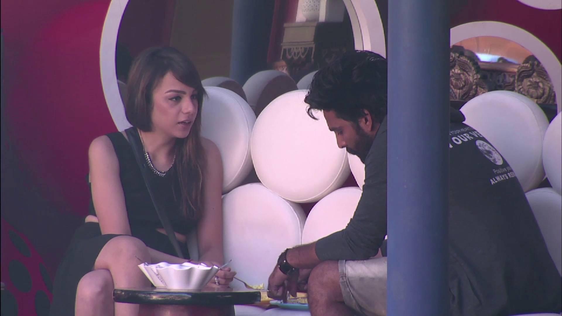 Andekha Action: Manu and Priyanka are watching over Manveer and Nitibha!