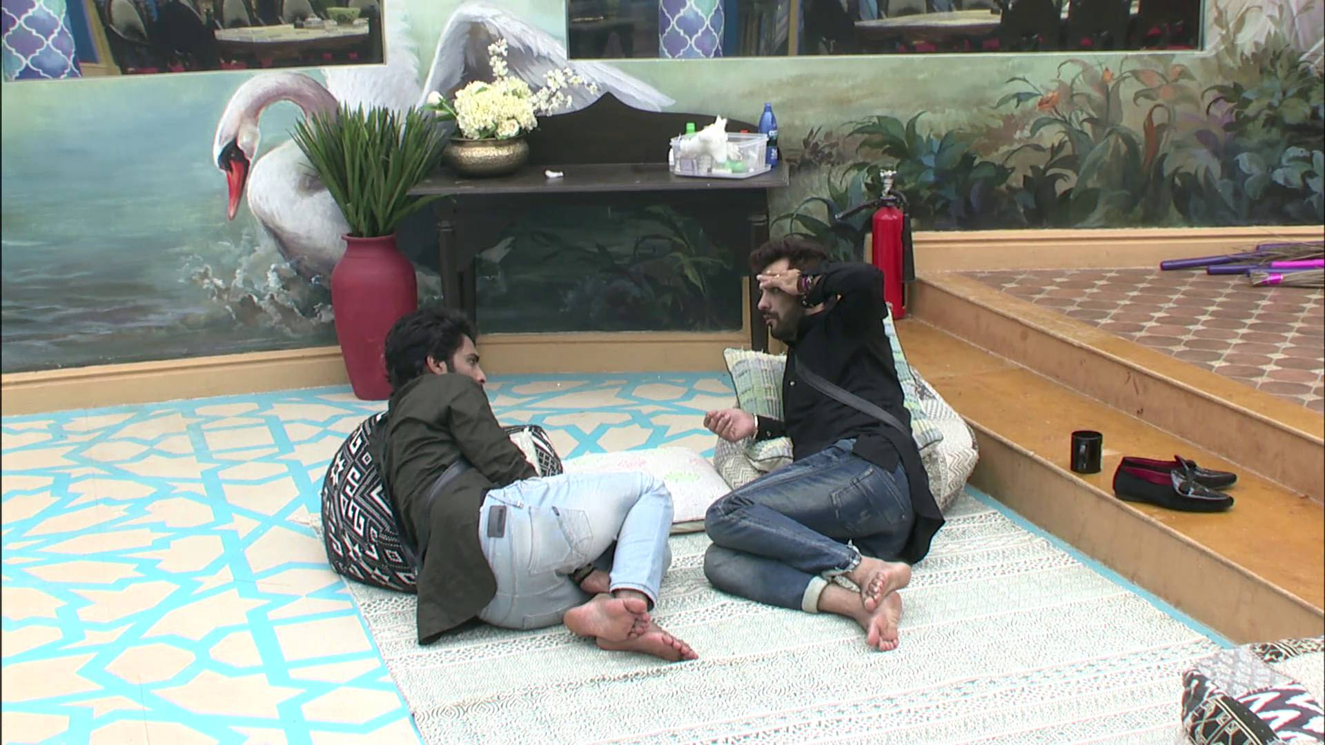 Andekha Action: Manu & Manveer discuss about Monalisa's husband on Bigg Boss 10