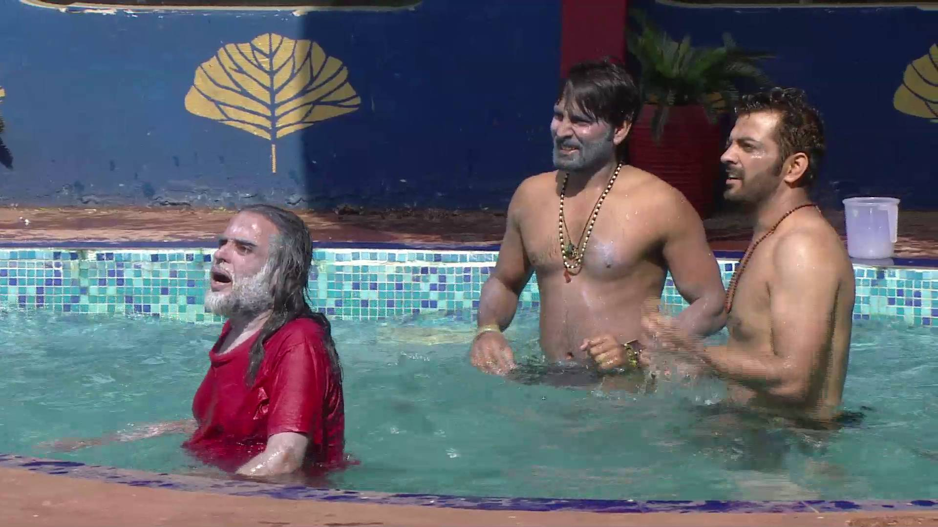 Andekha Action: Swami Om gets into the swimming pool!