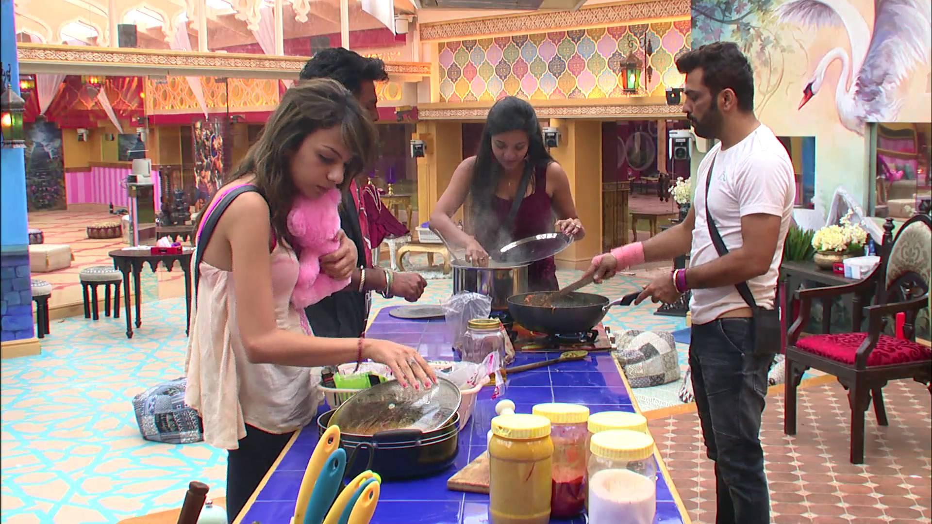Andekha Action: Swami Om refuses to eat!