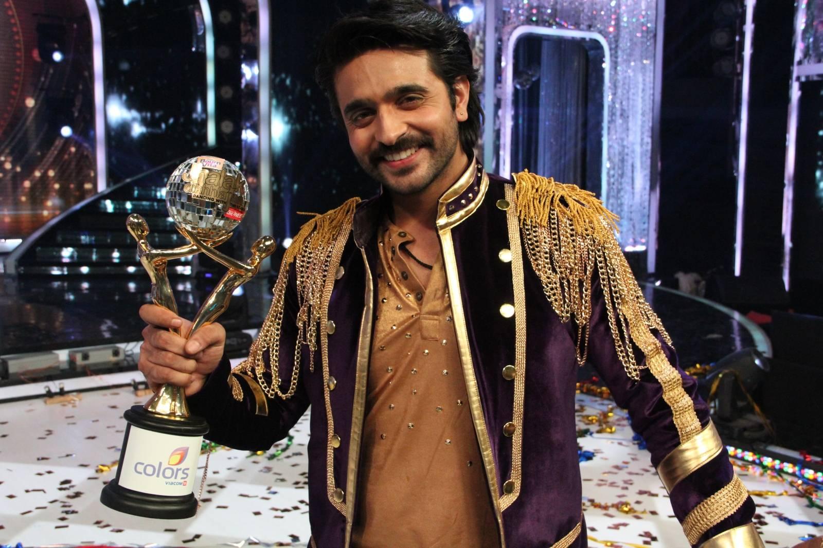 Ashish picks the trophy!: Jhalak Dikhhla Jaa Super finale, Seg 23