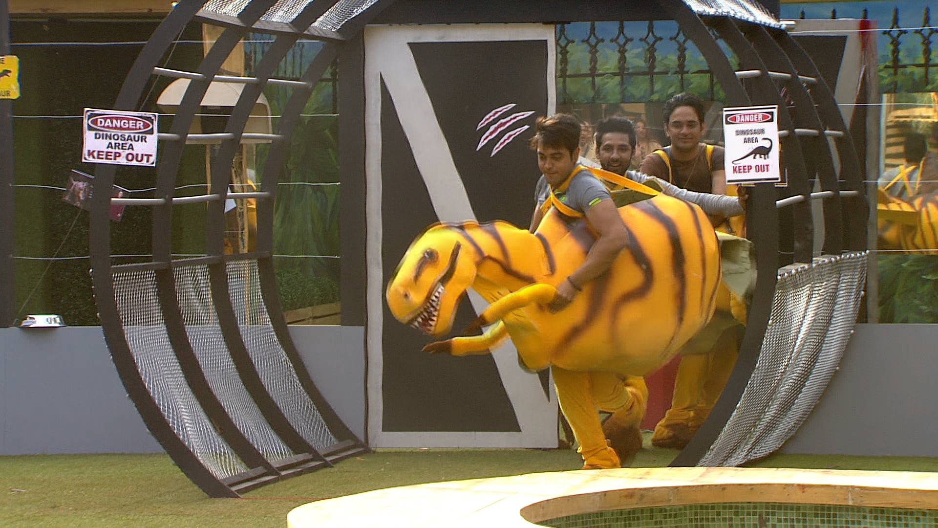 BB Dino Park task is bringing in a lot tonight on Bigg Boss 11!