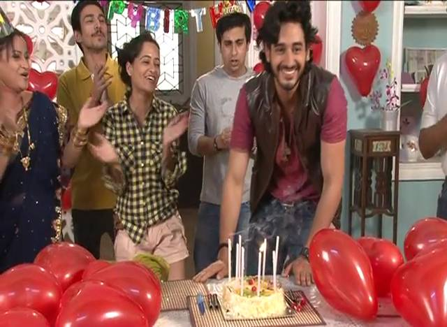 Beera gets a birthday surprise! #Na Bole Tum-2