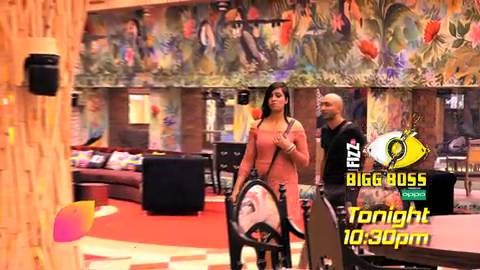 Bigg Boss 11: Akash pushes Arshi to play a prank with him