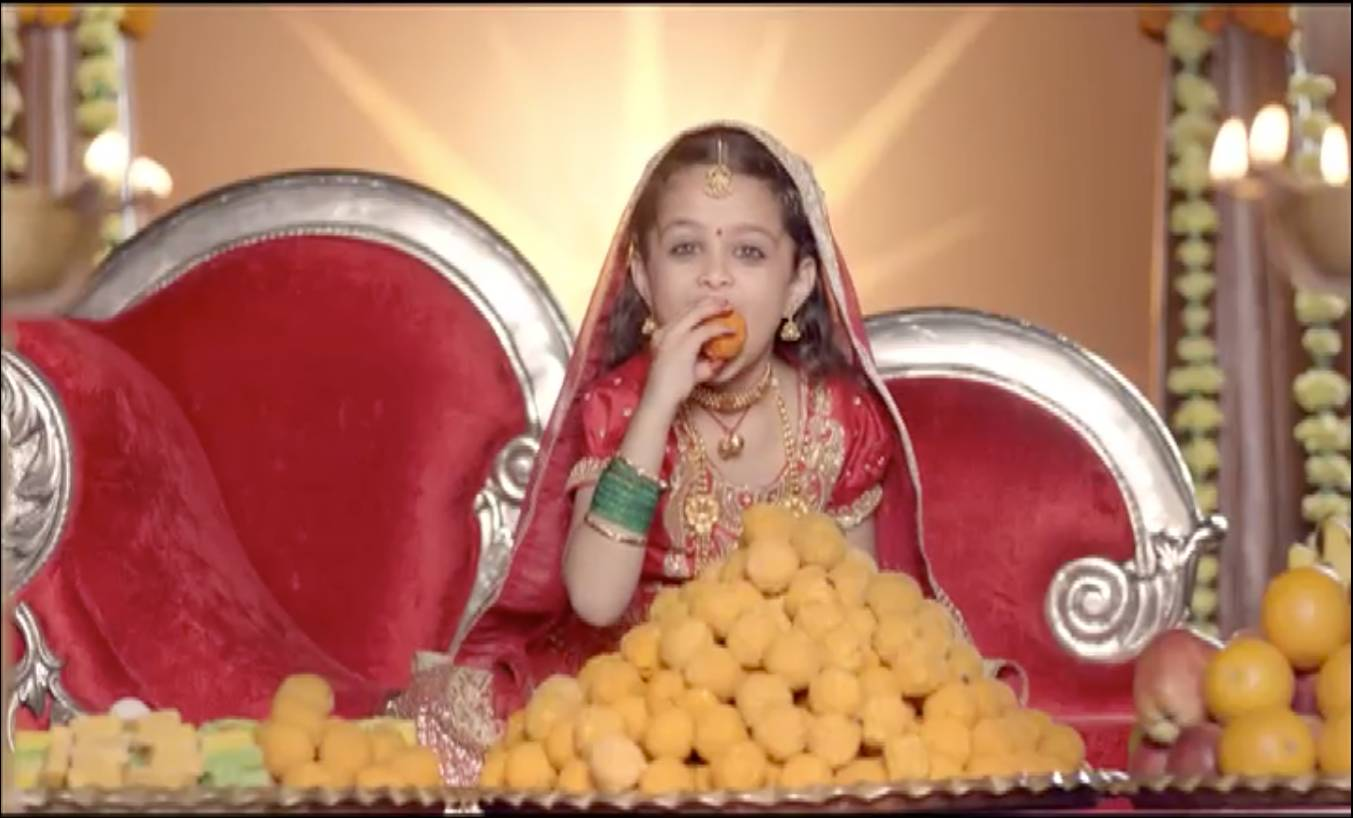 Devanshi cannot resist 'laddoos'!
