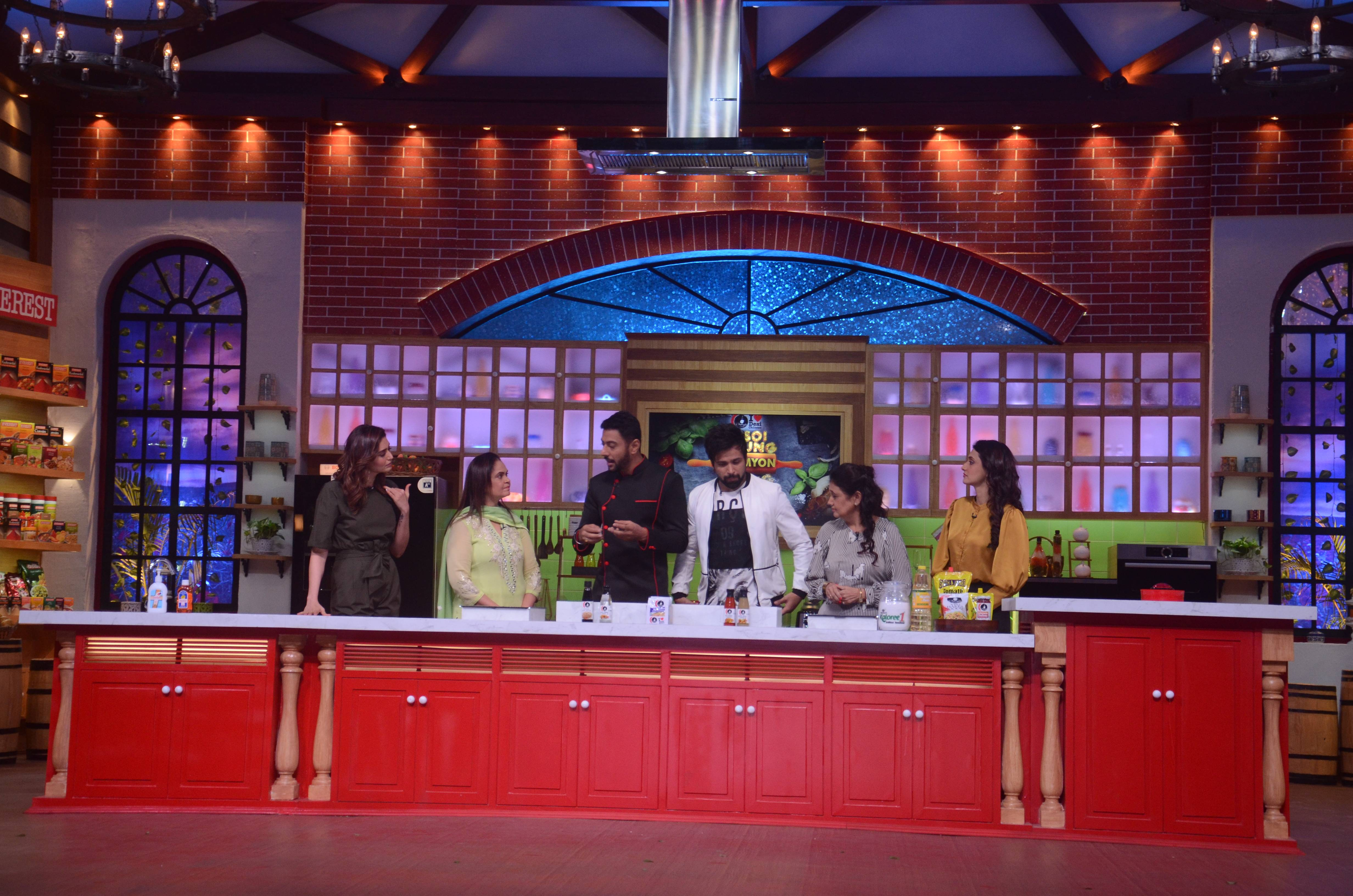 Rasoi Ki Jung Mummyon Ke Sung: It's Karishma Tanna Vs Ragini Khanna coming Sunday!