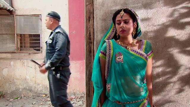 Ganga sneaks into Shyamal Bhai's factory: Ep-1608, Balika Vadhu #Seg 2