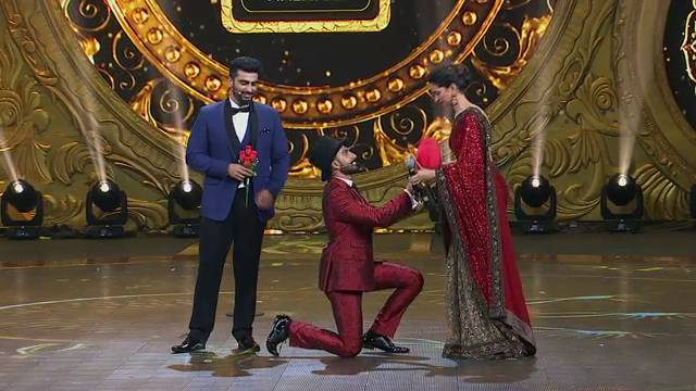 IIFA Moments: OMG! Ranveer proposes to Deepika and we hear hearts breaking!