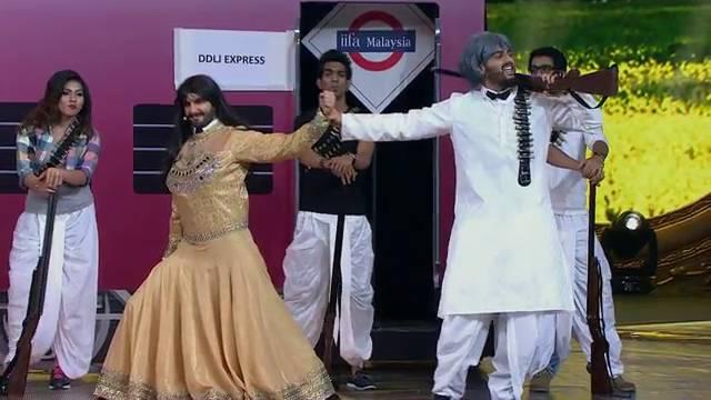 IIFA Moments: Ranveer and Arjun's filmy twist to DDLJ