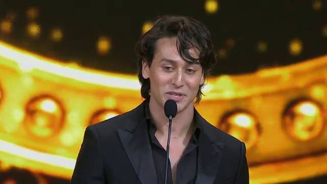 IIFA Moments: You'll be blown away by Tiger Shroff's dance!