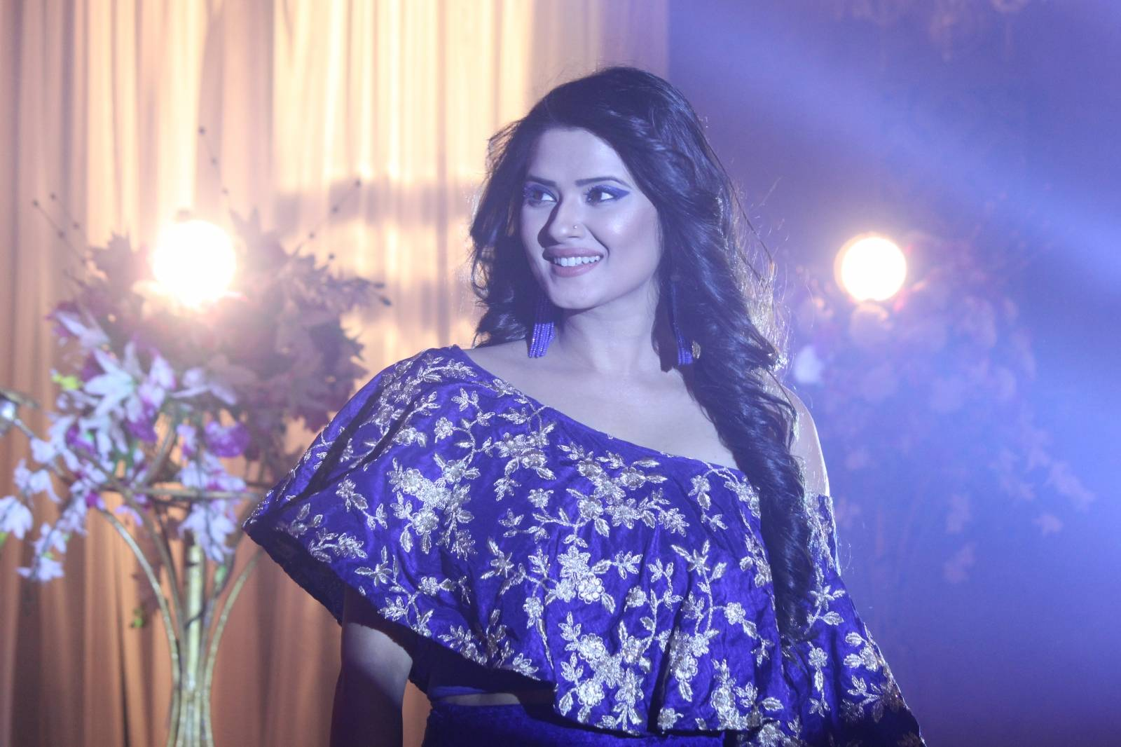 Tanuja looked stunning in her new modern avatar on 'Kasam'
