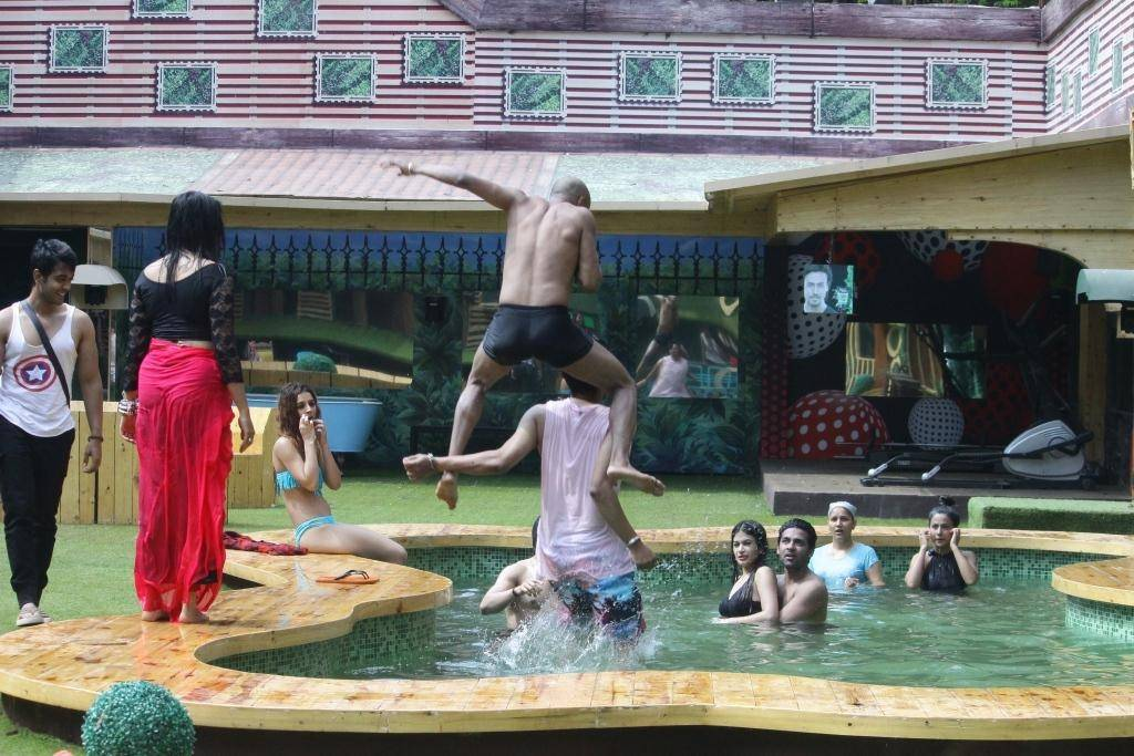 Bigg Boss housemates have a pool party tonight! Check out the pictures!