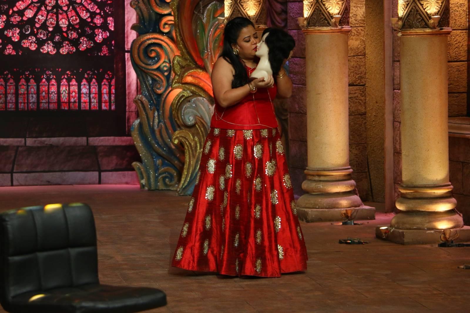 Comedy Night Bachao, Sneak Peek: Mallika Sherawat to send the temperature soaring high this Saturday!