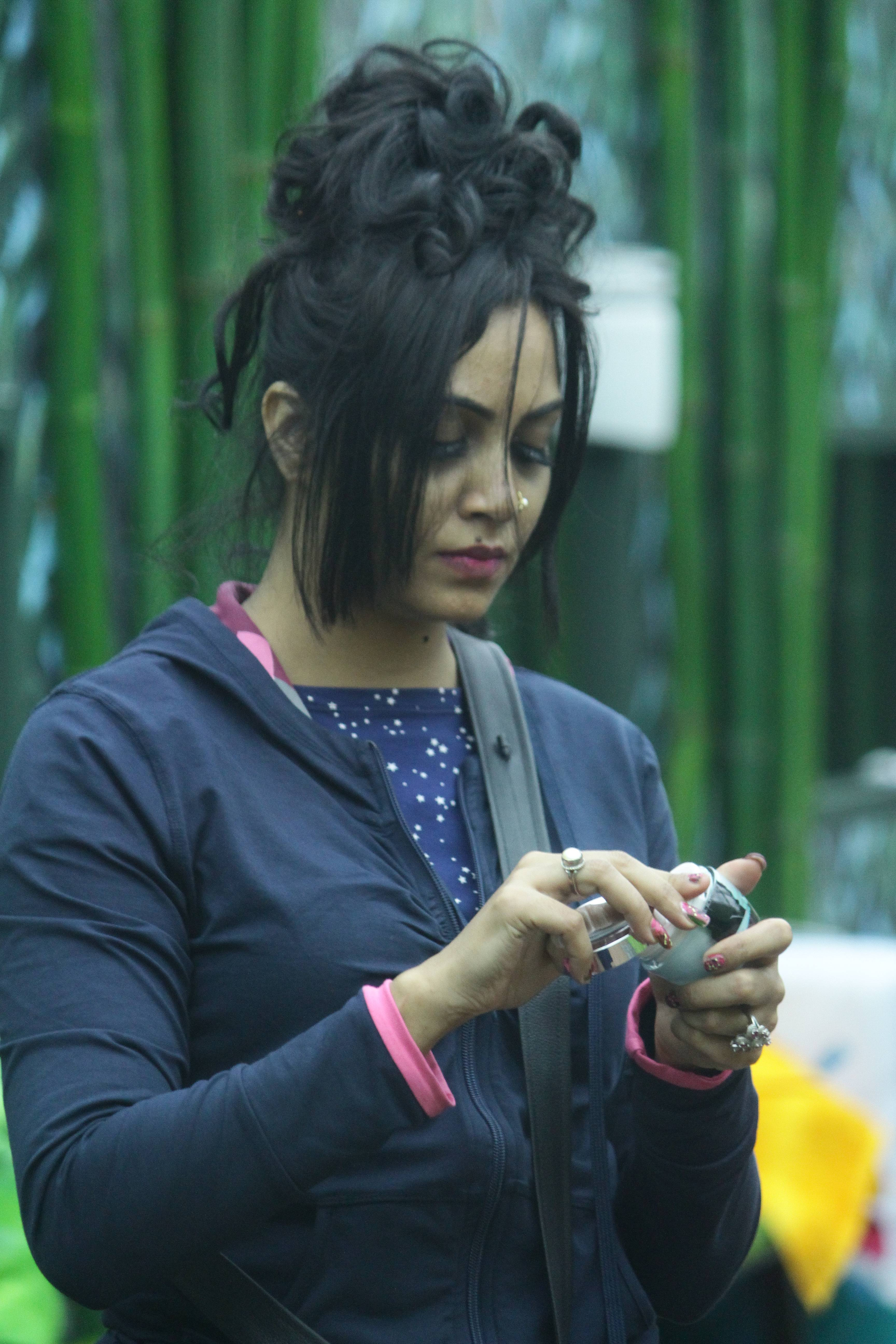 Times when Bigg Boss housemates got captured while beautifying themselves!