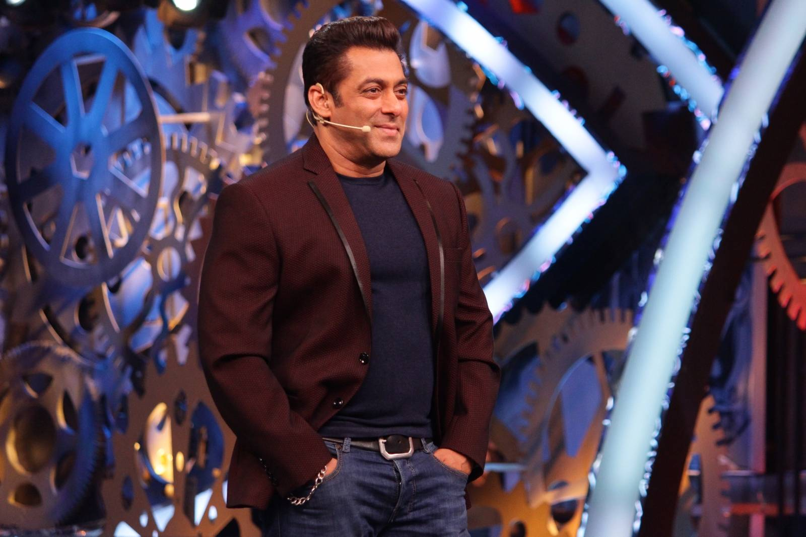 Moments of Salman Khan with guests and the housemates that got captured last weekend.