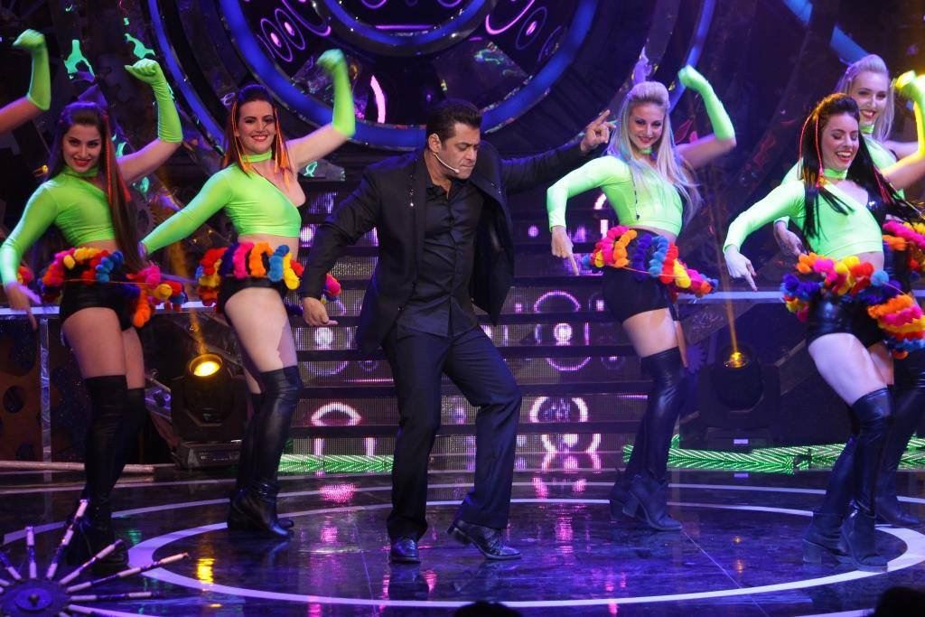 Weekend Ka Vaar: Be ready to groove alongside Salman Khan tonight!
