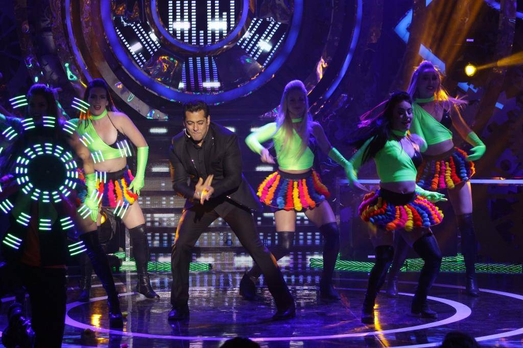 Weekend Ka Vaar: Be ready to groove alongside Salman Khan tonight!