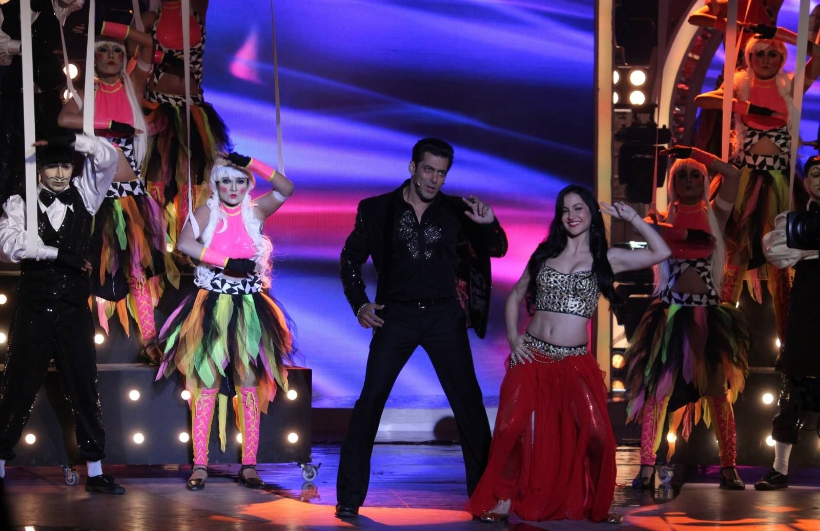 Mashallah performances in Grand Finale #Bigg Boss – Saath 7