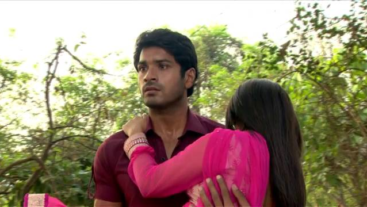 Meethi saves Akash'...