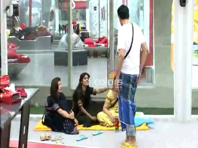 Niketan can't wear the Lungi anymore # Day 16, Sneak Peek