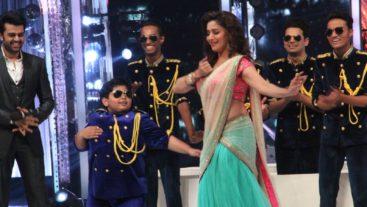 OMG! Madhuri does her famous Maar Daala! #Jhalak