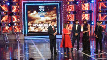 Rajat Sharma starts 'Aap ki adaalat' with top finalists!