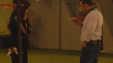 Salman plays the Santa and enters the Bigg Boss house!
