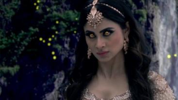 Shivangi confronts Nidhi on 'Naagin 2'