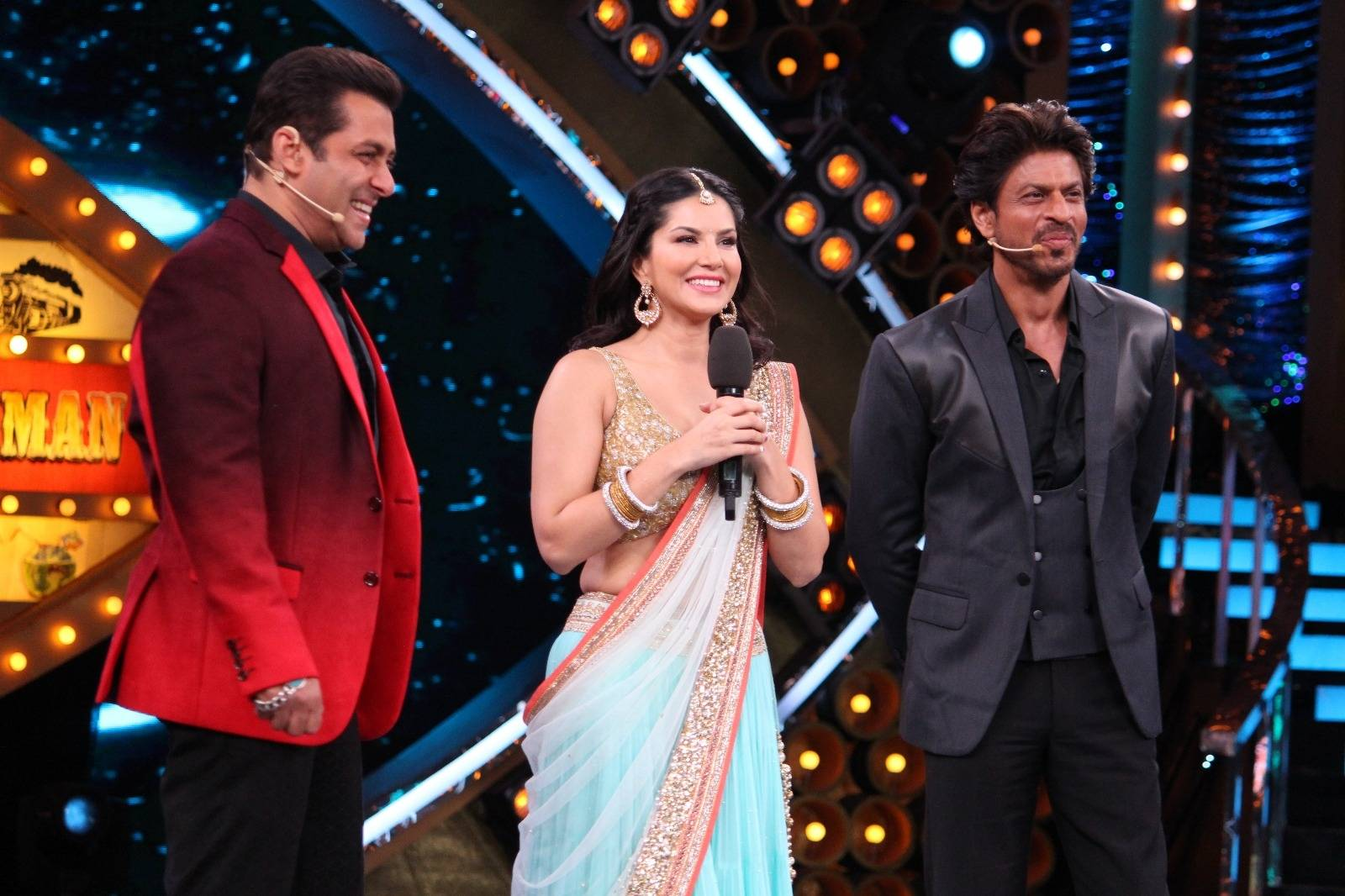 Sunny Leone dazzles on the Bigg Boss 10 stage with Shah Rukh and Salman!