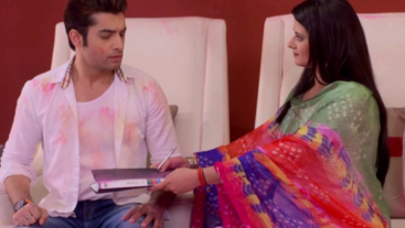 Tanuja fails in her plan on 'Kasam'