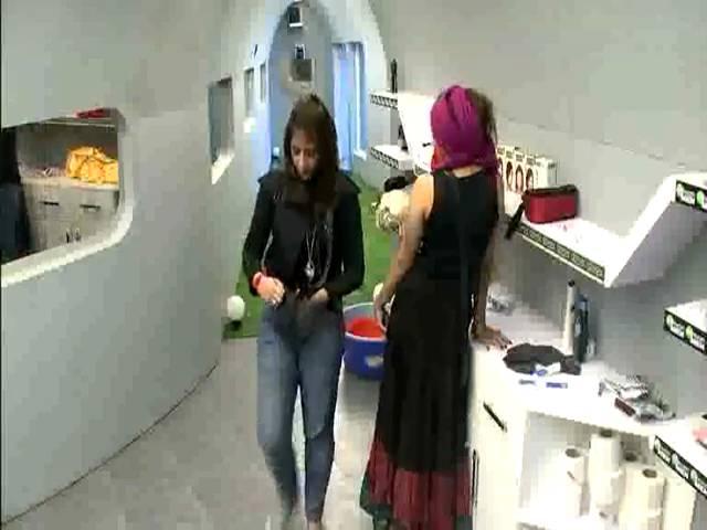 Urvashi cries for her Dad #Day 8, Sneak Peek