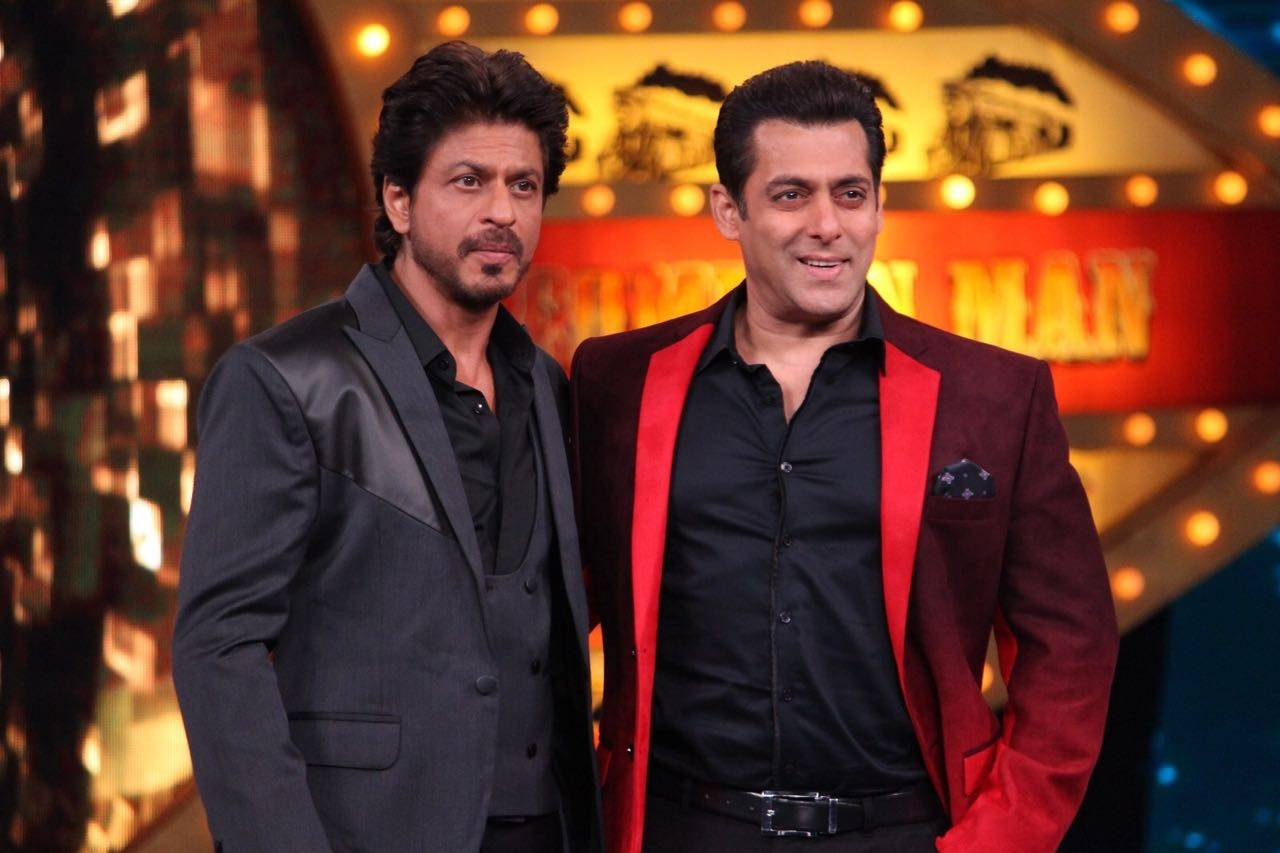 Shah Rukh Khan and Salman Khan recreate the Karan- Arjun magic on Bigg Boss 10!