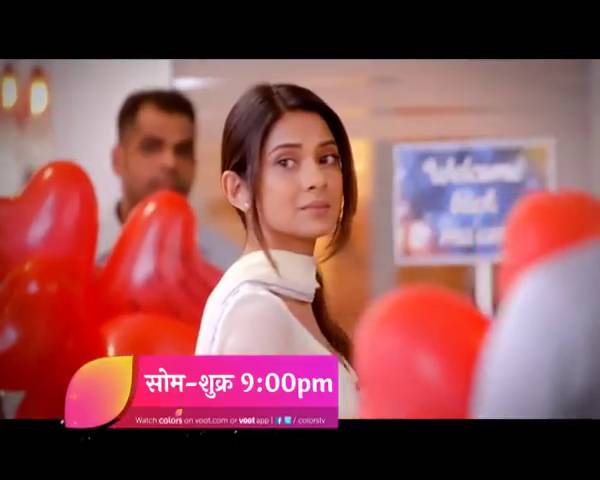 Will Aditya & Zoya save Yash's company together?