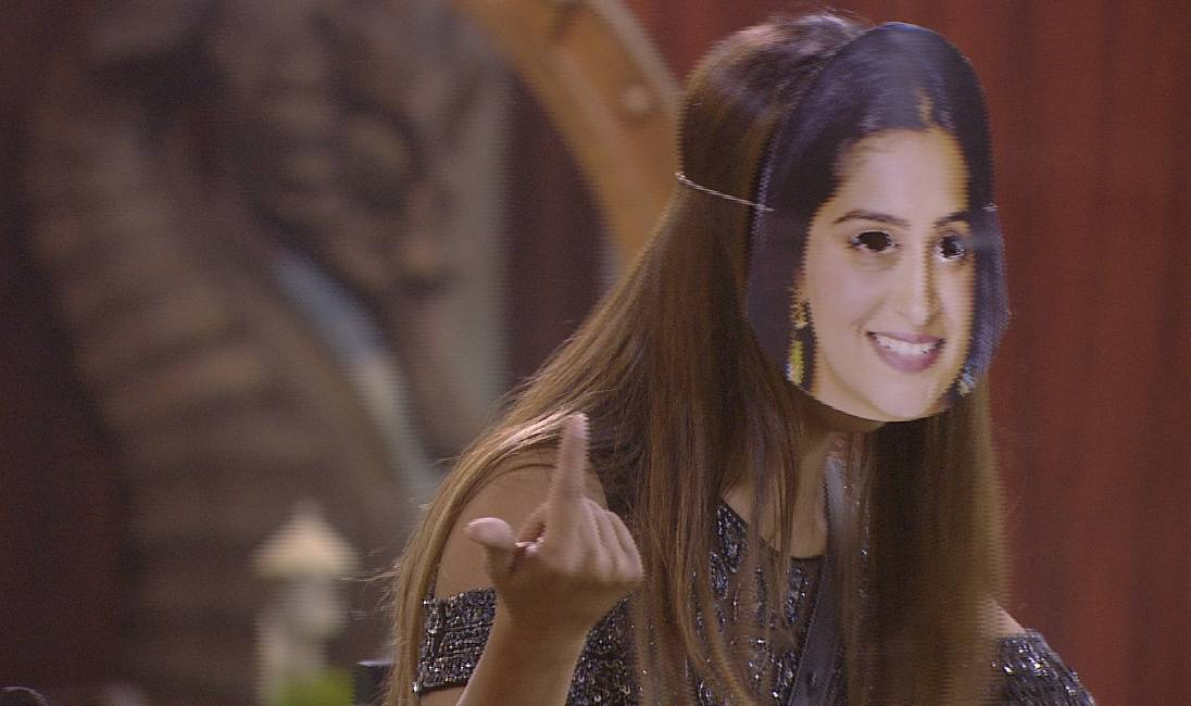 Farah's got a fun plan tonight on Weekend ka Vaar!