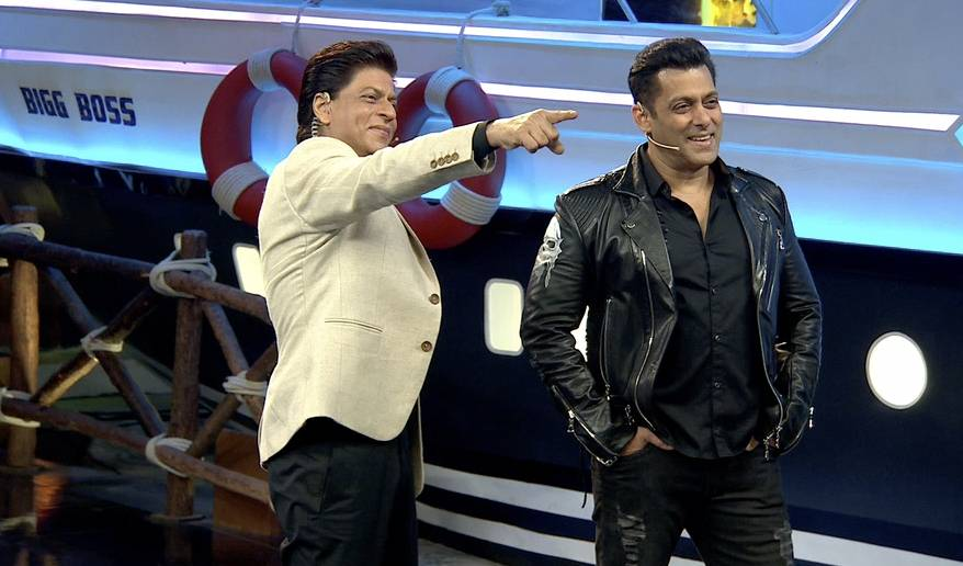 Salman Khan and Shahrukh Khan bring the house down! #WeekendKaVaar