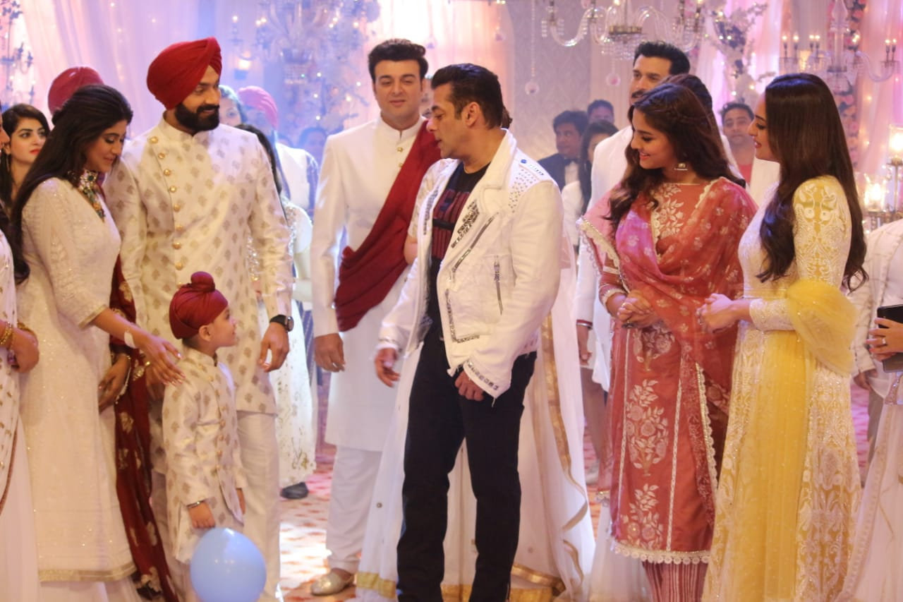 What happened when the team of Dabangg 3 visited Mehar and Sarab?