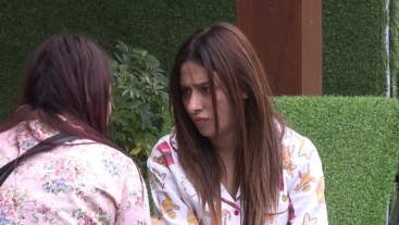 Mahira and Shehnaz discuss Paras and his strategy!