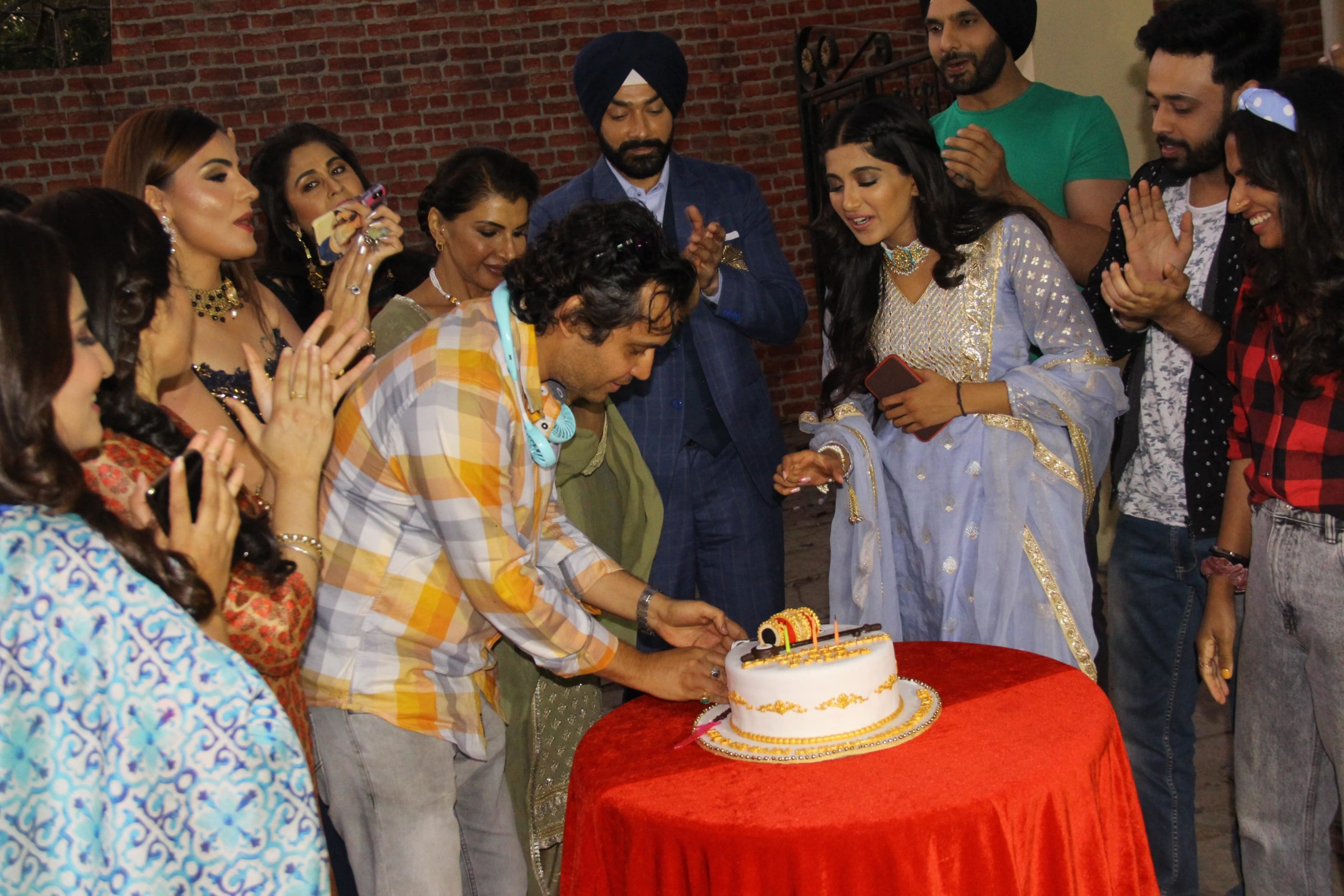Happy 200 episodes to team Choti Sarrdaarni!