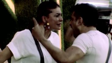 Pavitra Punia ke nomination ka kaanta aaj bhi chubh raha hai Eijaz Khan ko! Watch this face off tonight at 10:30 PM. Catch it before TV on Voot Select.