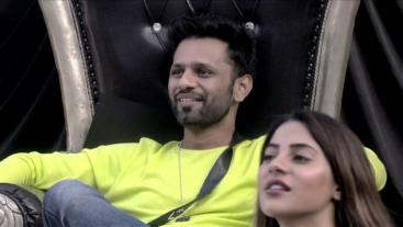 Kya Rahul ki captaincy ki khaatir, Aly aur Jasmin ki Rubina se dosti ho jayegi kamzor? Watch tonight 10:30 PM only on #Colors. Catch #BiggBoss14 before TV on Voot Select.